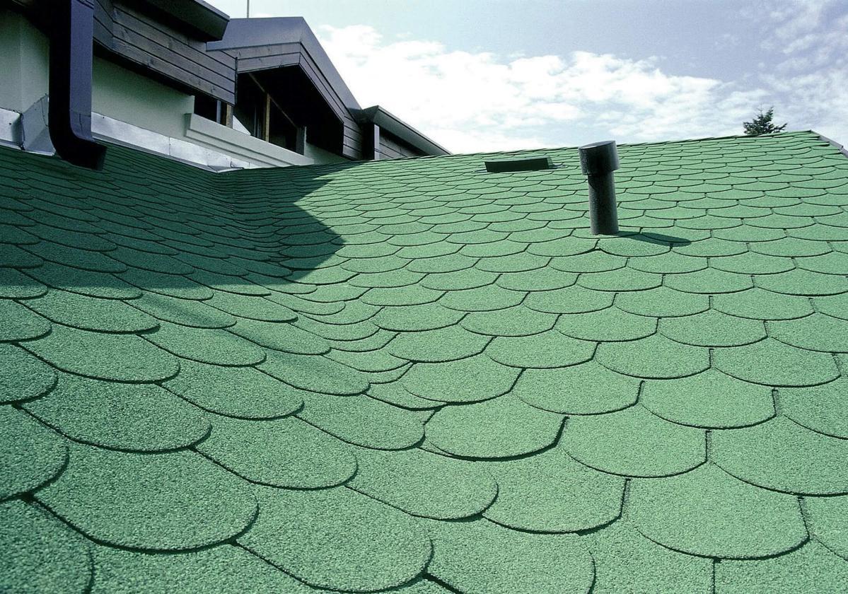 Bardoline zöld hódfarkú zsindely családi ház tetején