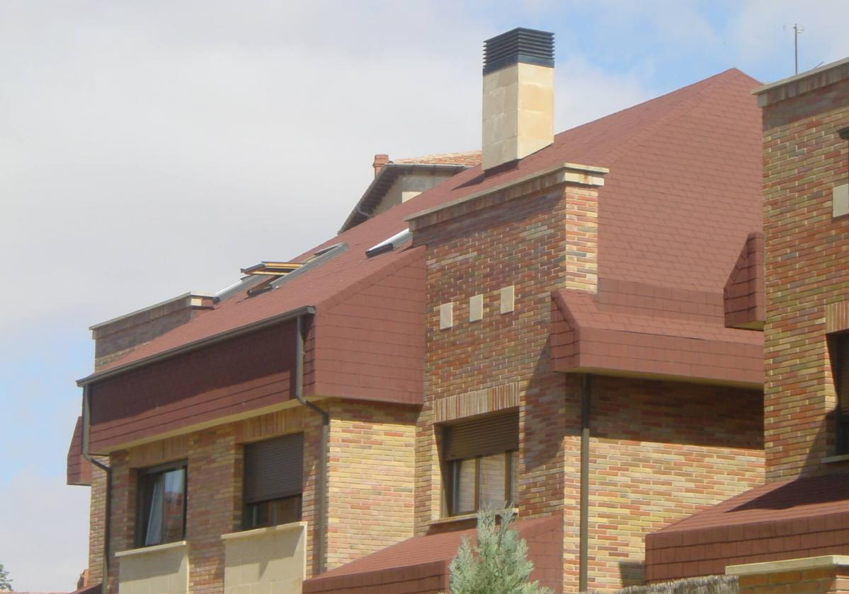 Bardoline Classic hódfarkú barna zsindely családi házon