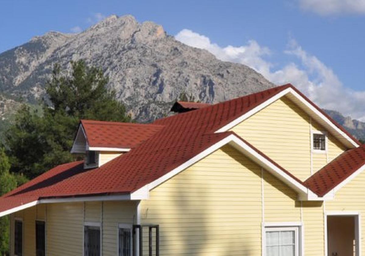 Bardoline Classic vörös hódfarkú zsindely családi házon